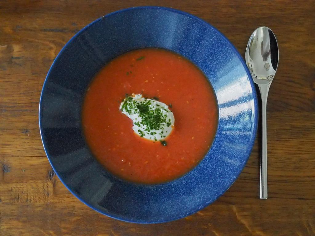 Rezept für eine leckere und schnelle Tomatensuppe