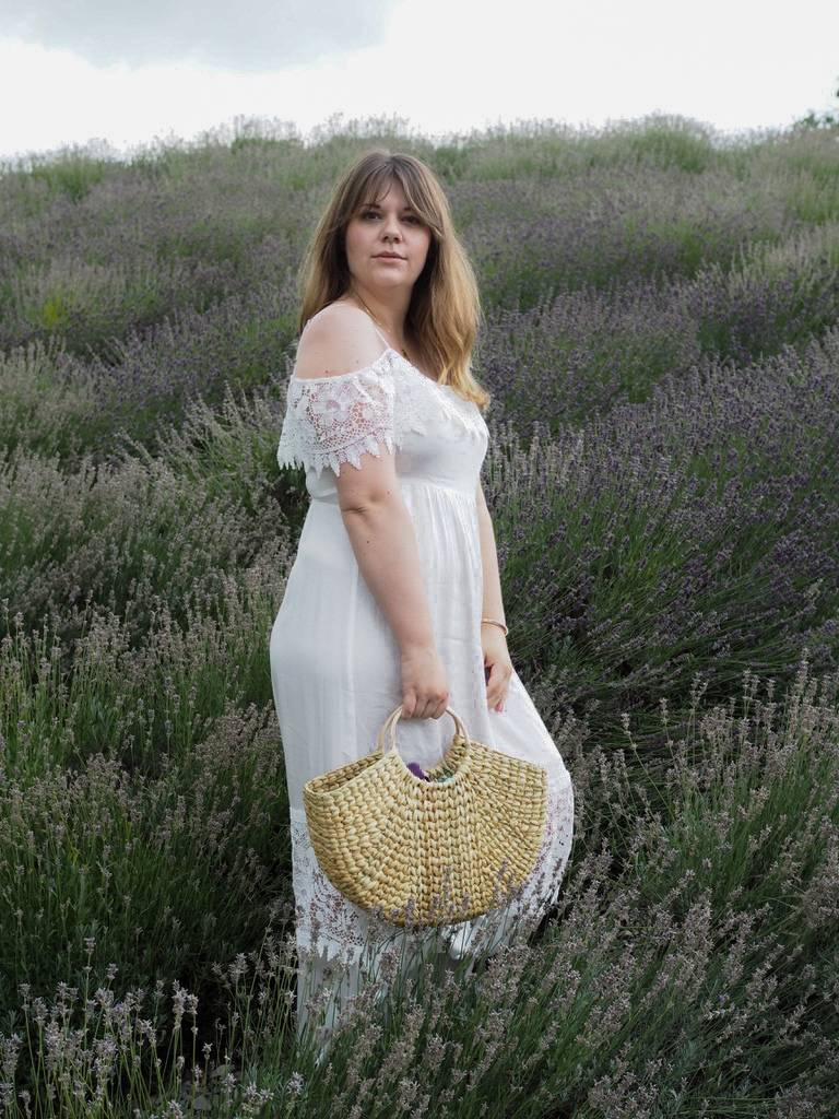 Sommerkleid - summer dress - Hallhuber - straw bag - Strohtasche - Outfit - Look - Ootd - Natur